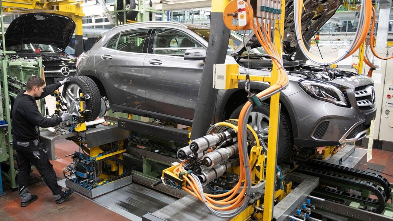 Le groupe ambitionne également de vendre 50% de véhicules électriques dès 2030, et promet de rendre ses usines européennes neutres en émissions de CO2 d'ici 2022.