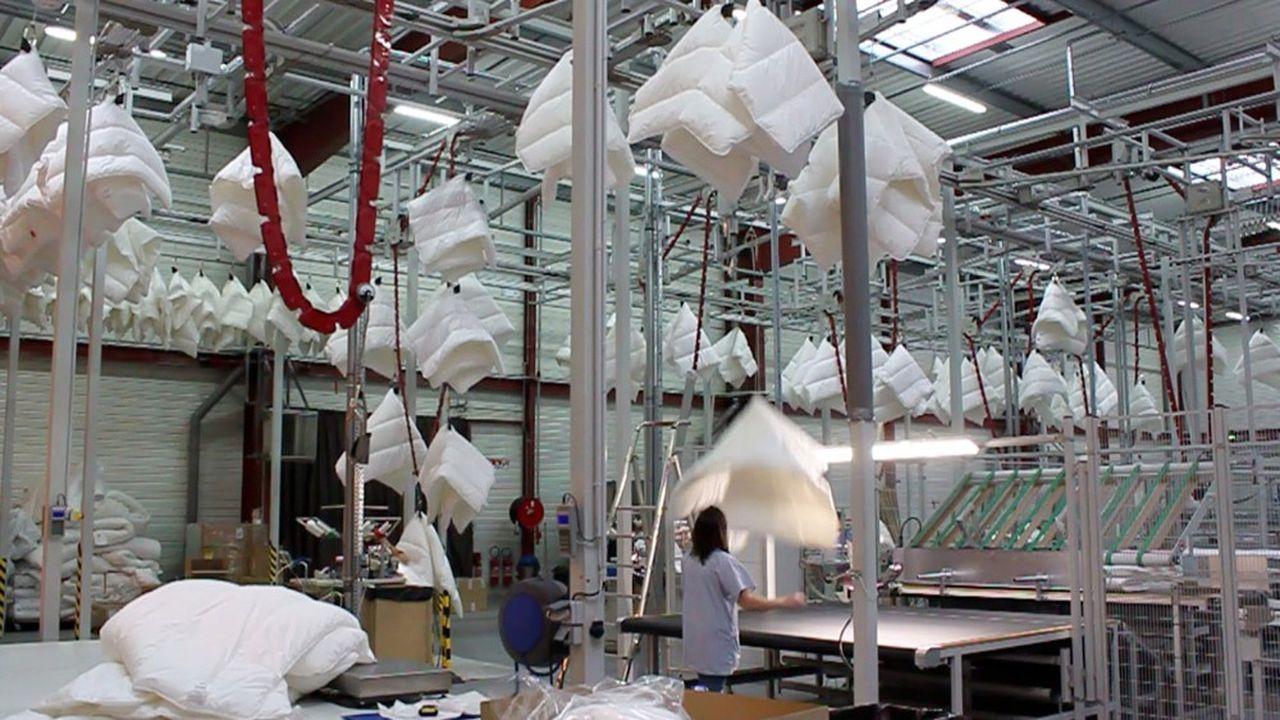 Lestra est l'un des derniers fabricants hexagonaux de couettes et d'oreillers.