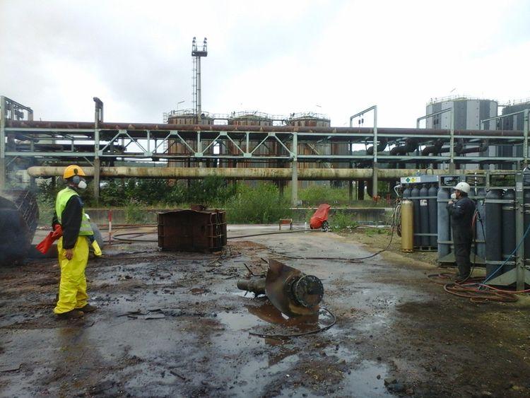 La découpe des cuves, tuyaux et structures métalliques de la réffinerie Petroplus a produit quelque 70.000 tonnes de ferrailles cédées aux aciéristes.