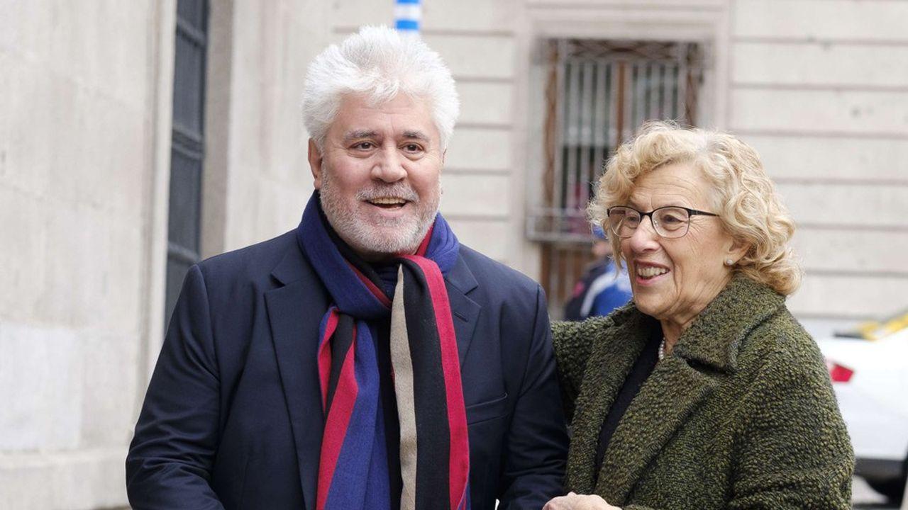 Le cinéaste de la movida fait campagne pour la réélection à la mairie de Madrid de Manuela Carmena, «une politique qui ne se prend pas pour une politique»