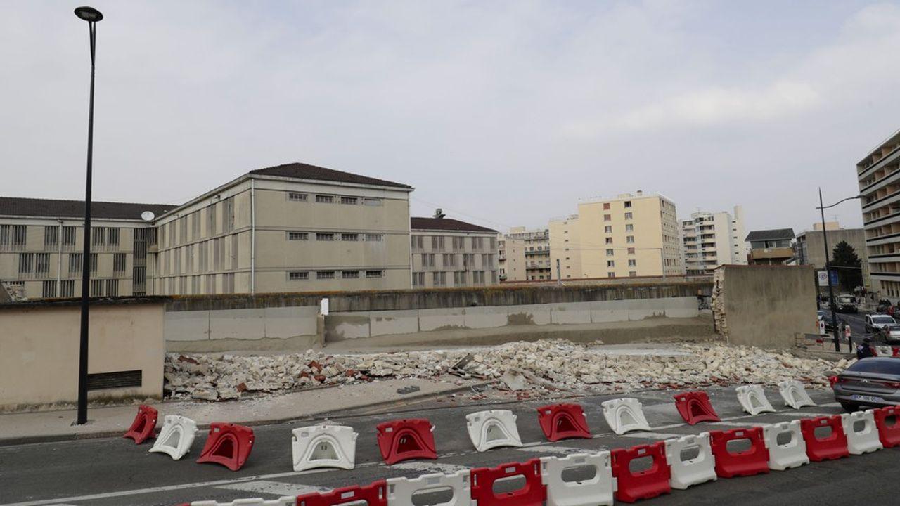 mur de la prison de Poissy qui s'est écroulé