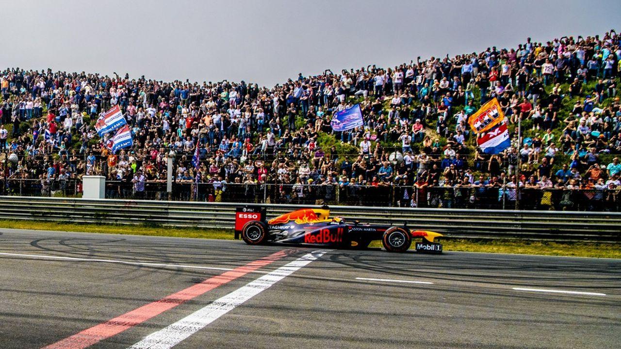 Si le championnat de Formule 1 a déserté le circuit de Zandvoort aux Pays-Bas depuis 1985, des bolides ont continué de tourner sur la piste, comme les Red Bull de Max Verstappen et Daniel Ricciardo au Jumbo Racing Days en mai2018.