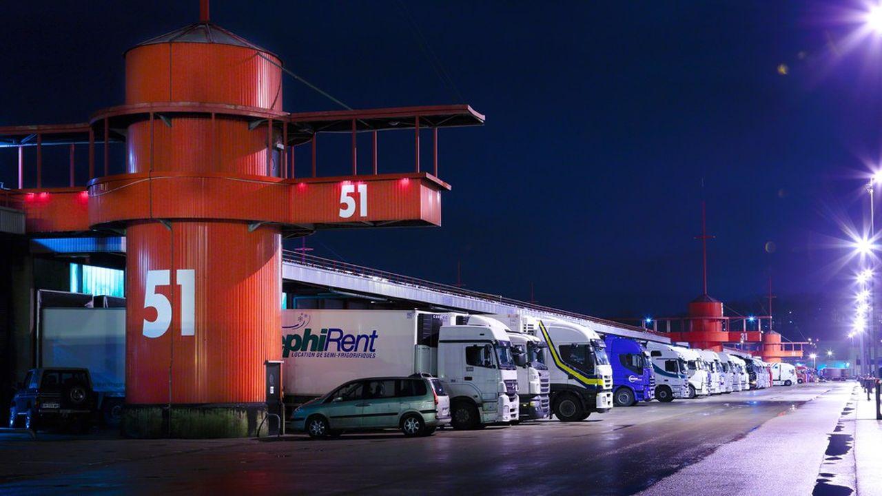 La Société d'Exploitation des Ports du Détroit (Calais et Boulogne) gère le port via une délégation de service public.