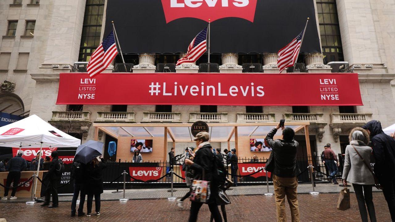 Le New York Stock Exchange le jour de l'introduction en Bourse de Levi's