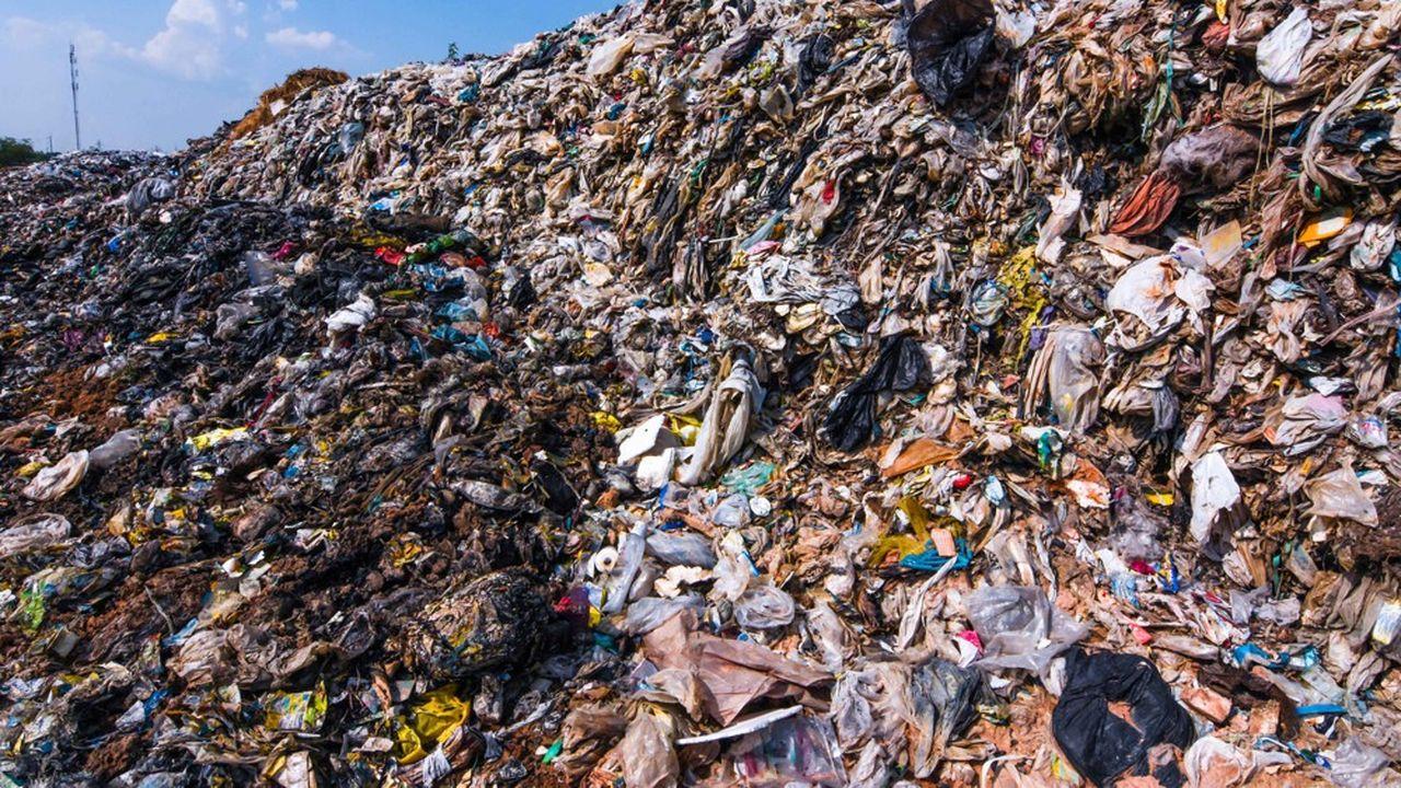 La proposition budgétaire présentée par la Commission européenne au parlement prévoit une contribution de 80 centimes d'euros par kilo d'emballages plastiques non recyclés.