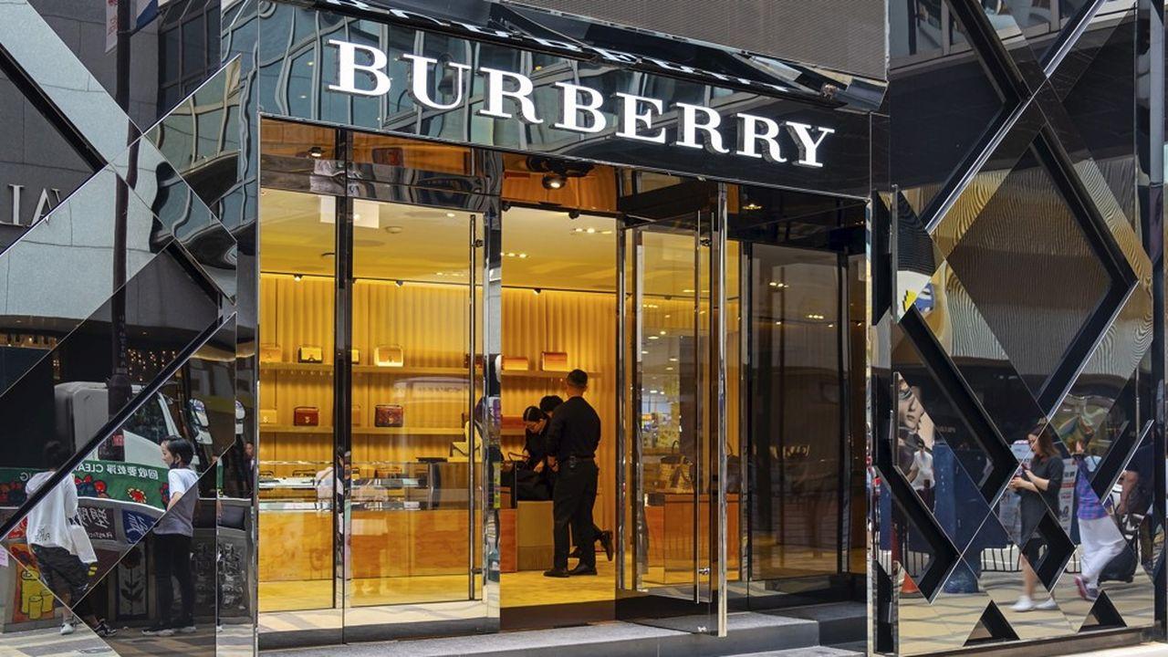 Une boutique Burberry à Hong Kong. La croissance des ventes en Chine n'a été que de quelques pourcents, là où les concurrents comme Kering ou LVMH (propriétaire des «Echos») affichent, eux, des taux à deux chiffres.