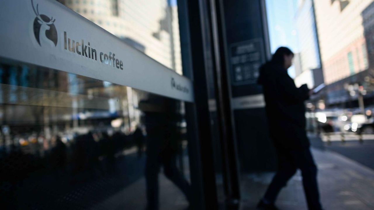 Le chinois Luckin Coffee lève 561 millions de dollars pour défier Starbucks