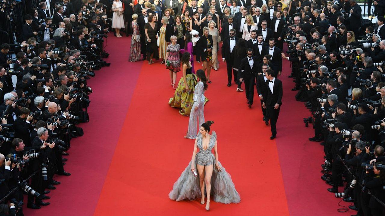 Derrière les paillettes de Cannes, où la France joue un rôle majeur, le modèle du cinéma français paraît plus menacé que jamais.