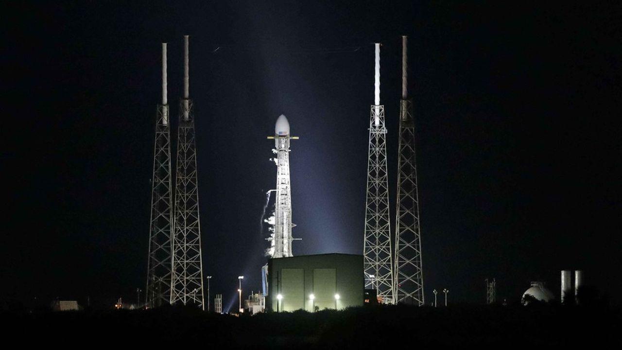 Après un premier report dû à des conditions météo défavorables, SpaceX a annulé le lancement de sa fusée Falcon 9, dans la nuit de jeudi à vendredi, afin de faire une mise à jour du logiciel de ses satellites.