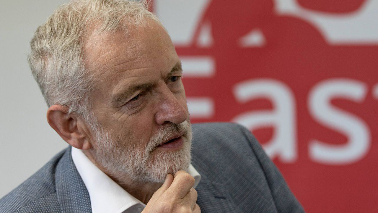 Le patron du Labour, Jeremy Corbyn, estime que Theresa May n'a plus l'autorité nécessaire pour faire passer l'accord de Brexit.