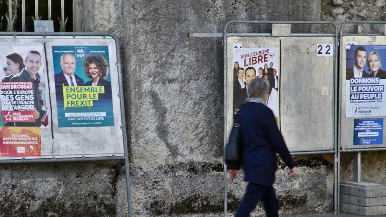 Les fameux panneaux métalliques ont été installés lundi 13mai dans toute la France, premier jour de la campagne officielle des Européennes.