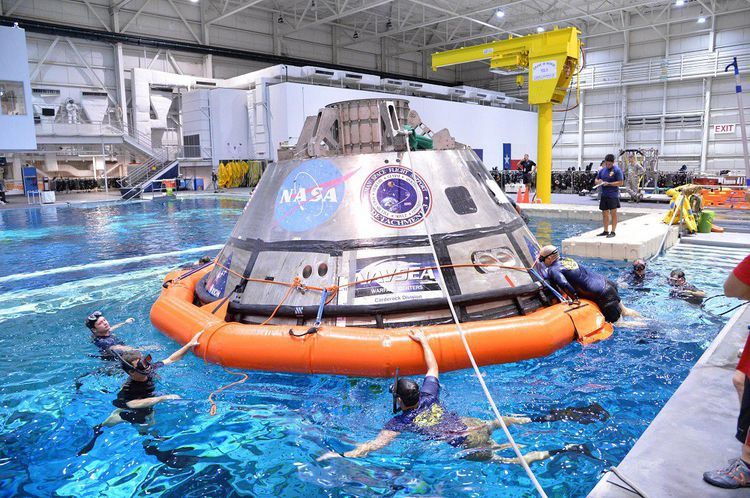 Test en piscine de la capsule Orion.