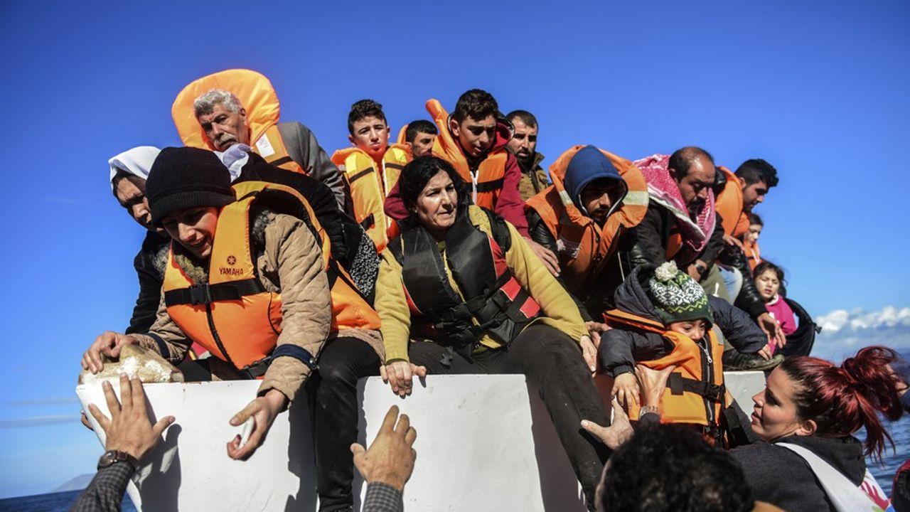 En 2015, plus d'un million de migrants - dont une majorité de Syriens, d'Irakiens et d'Afghans - ont débarqué en Europe, dont 650.000 sur les îles grecques.