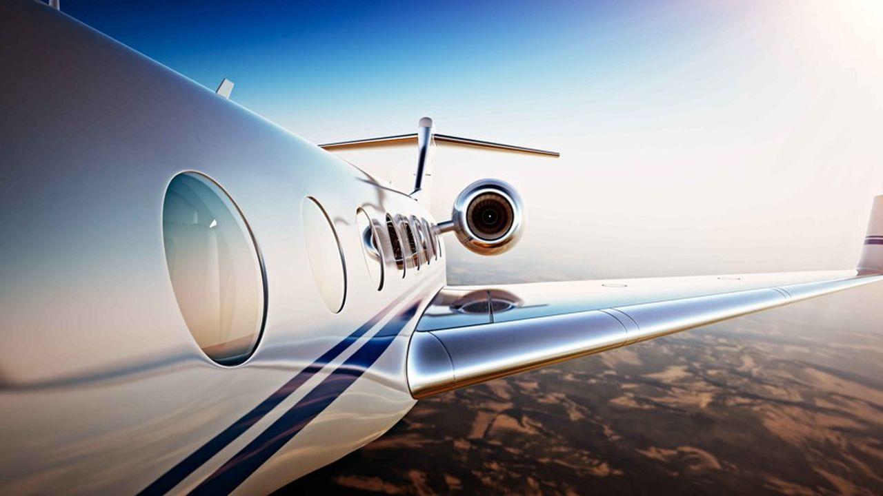 36% des Français ont fait un à quatre vols en avion au cours des douze derniers mois. Parmi ces voyageurs, 37% déclarent avoir modifié leur comportement pour limiter leur bilan carbone et 26% envisagent de le faire, la mesure la plus couramment évoquée étant le choix d'une destination moins lointaine.