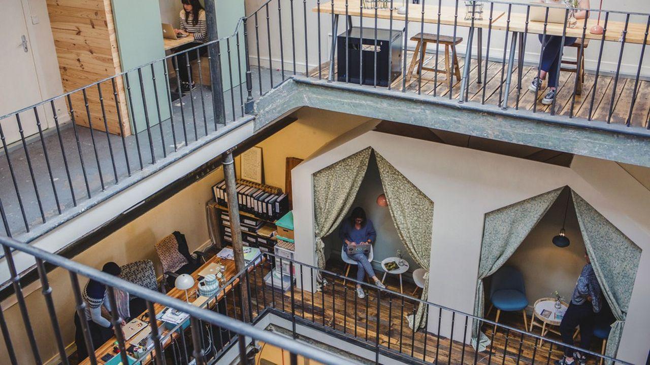Les bureaux de My Little Paris sont situés dans une ancienne usine, dans le quartier populaire de Barbès à Paris.