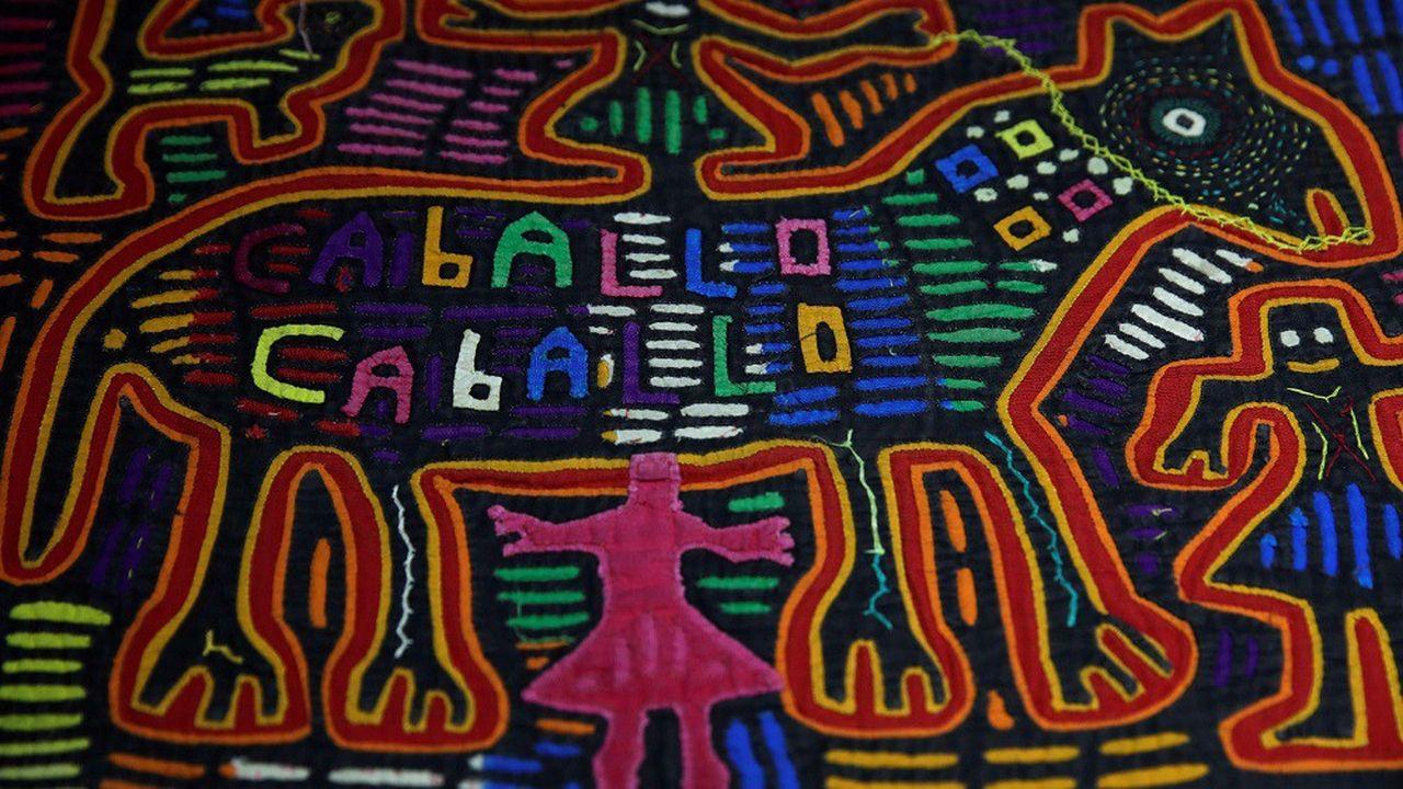 Exemple de «mola», une sculpture sur tissus réalisée traditionnellement par les amérindiens Kuna.