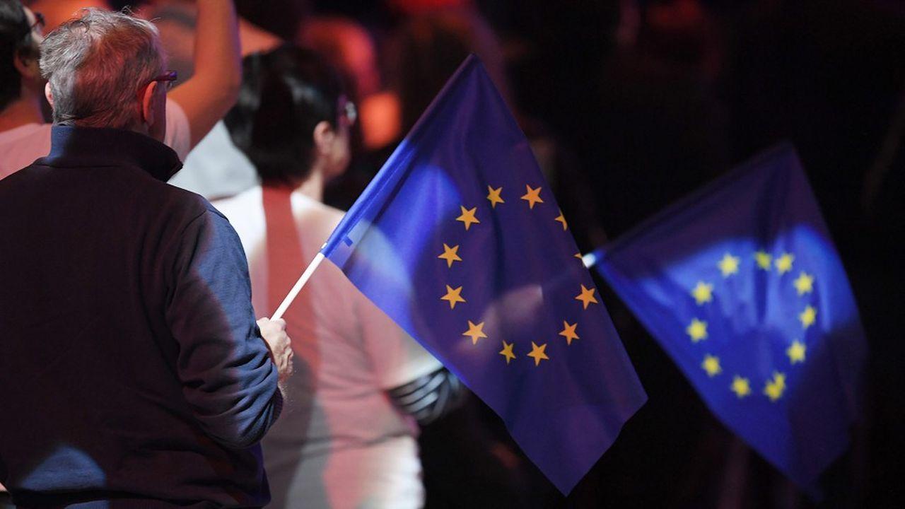 L'UE est perçue comme l'échelon pertinent pour la mise en place de taxes comme celle sur le kérosène, défendue par de nombreux partis français à l'élection européenne, où la taxe sur les géants du numérique (ou taxe Gafam)
