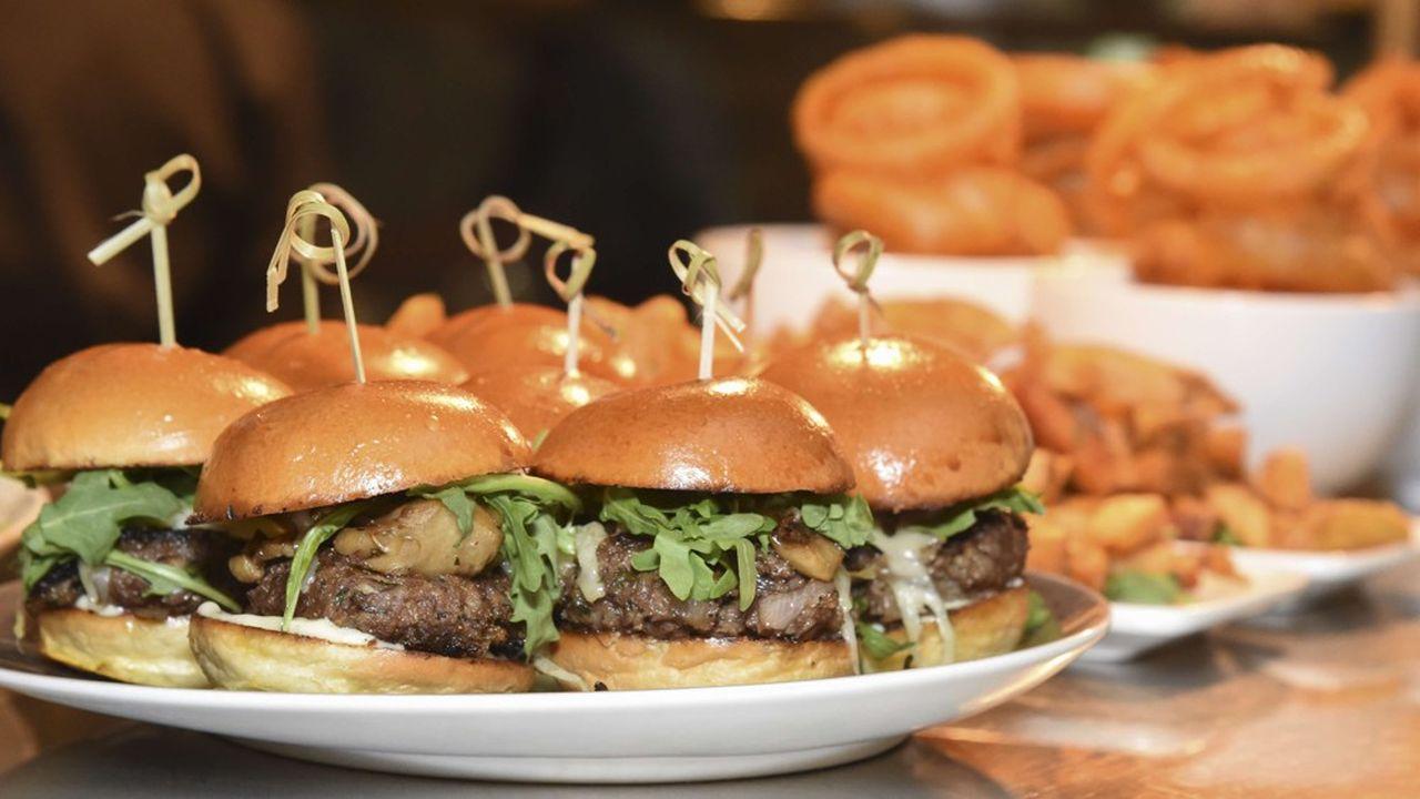 Barclays anticipe la place primordiale que les restaurants et chaînes de fast-food vont occuper dans la démocratisation de ces produits vegan.
