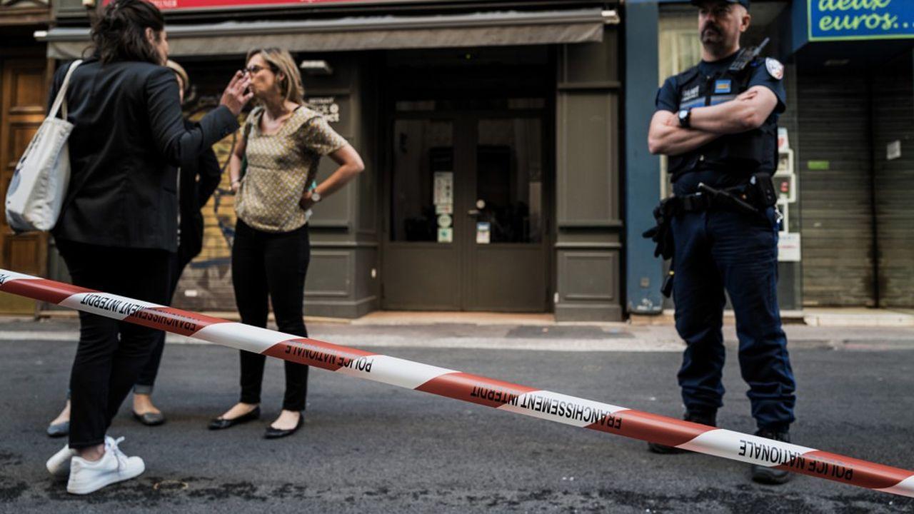 Le colis piégé, qui renfermait des boulons, des vis et des billes de métal, a été déposé en fin d'après-midi devant une boulangerie de la rue Victor Hugo, près de la gare de Lyon-Perrache.