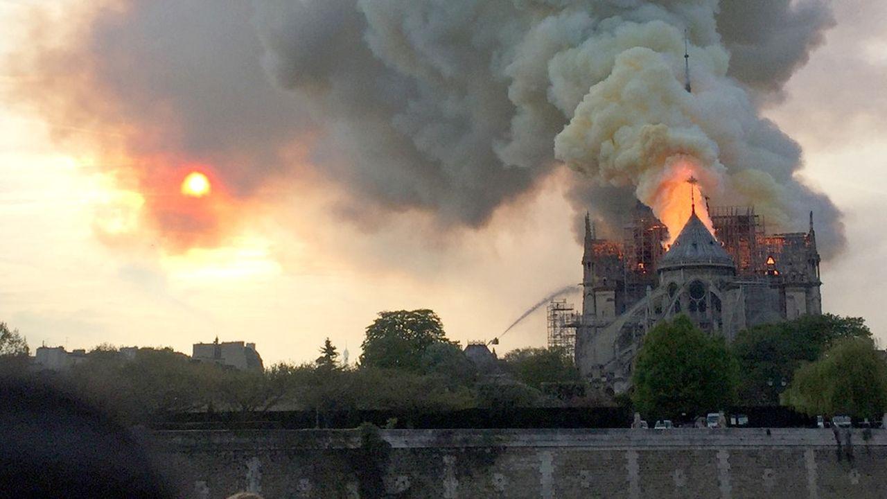 Le CNRS a défini quatre axes pour faire travailler ses chercheurs après l'incendie de Notre-Dame: «modélisation et données numériques», «bois et charpente», «matériaux» et «anthropologie».