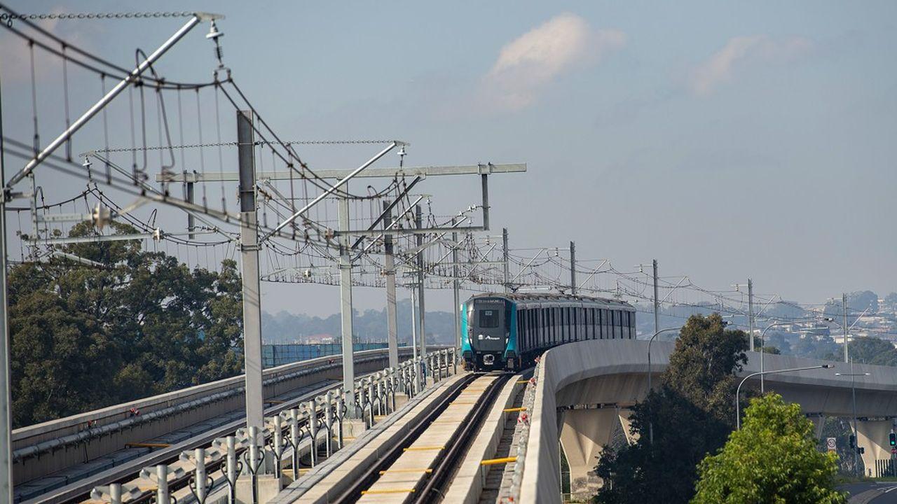 Quelque 140.000 personnes ont emprunté la première ligne de métro automatique de Sydney, ce dimanche, jour inaugural, et 21.000 se pressaient ce lundi matin à la première heure de pointe sans problème majeur.
