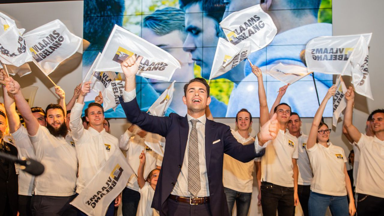 Le leader du Vlaams Belang, Tom Van Grieken, 33 ans, l'a fait passer en cinq ans d'un parti moribond à la deuxième force politique de Flandre. Sans rompre avec le passé mais en envoyant des signes de modération pour tenter de rendre plus fréquentable ce parti d'extrème droite.