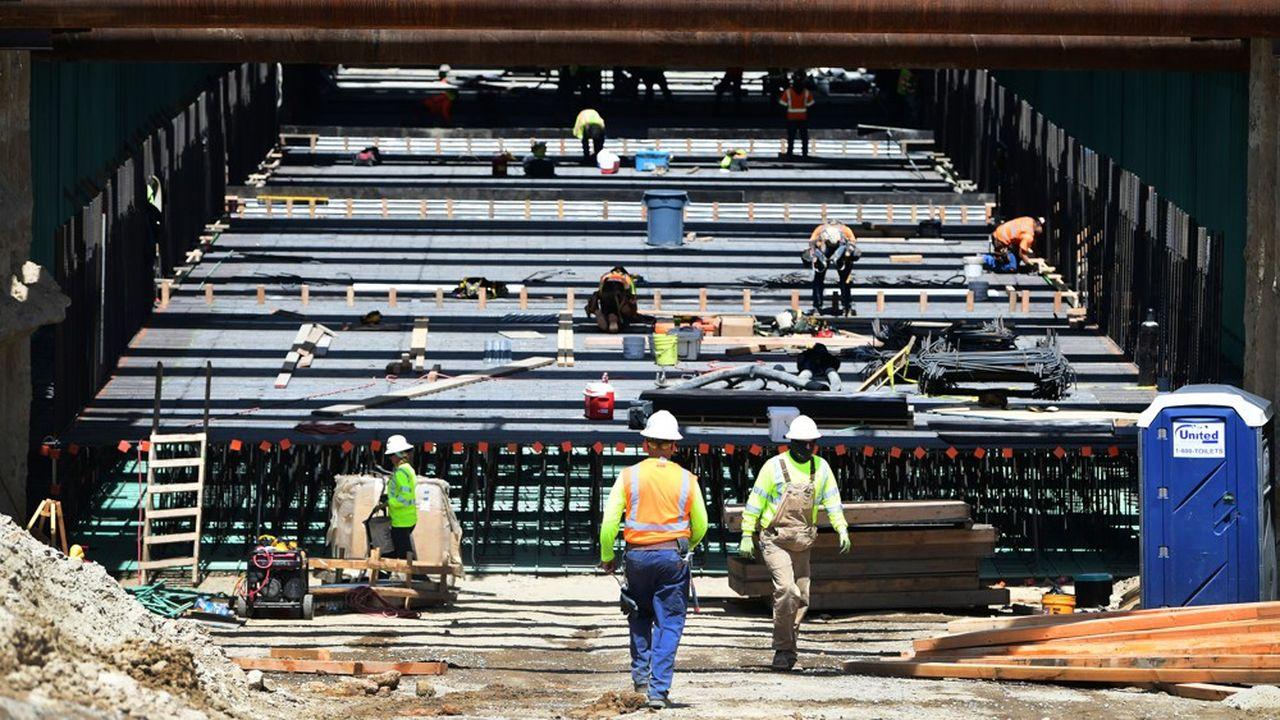 Les pays industrialisés connaissent un boom de l'emploi. Avec un taux de chômage de 3,6%, les Etats-Unis enregistrent des tensions sur le marché du travail. Même avec un projet revu à la baisse, la construction d'un TGV en Californie se poursuit.