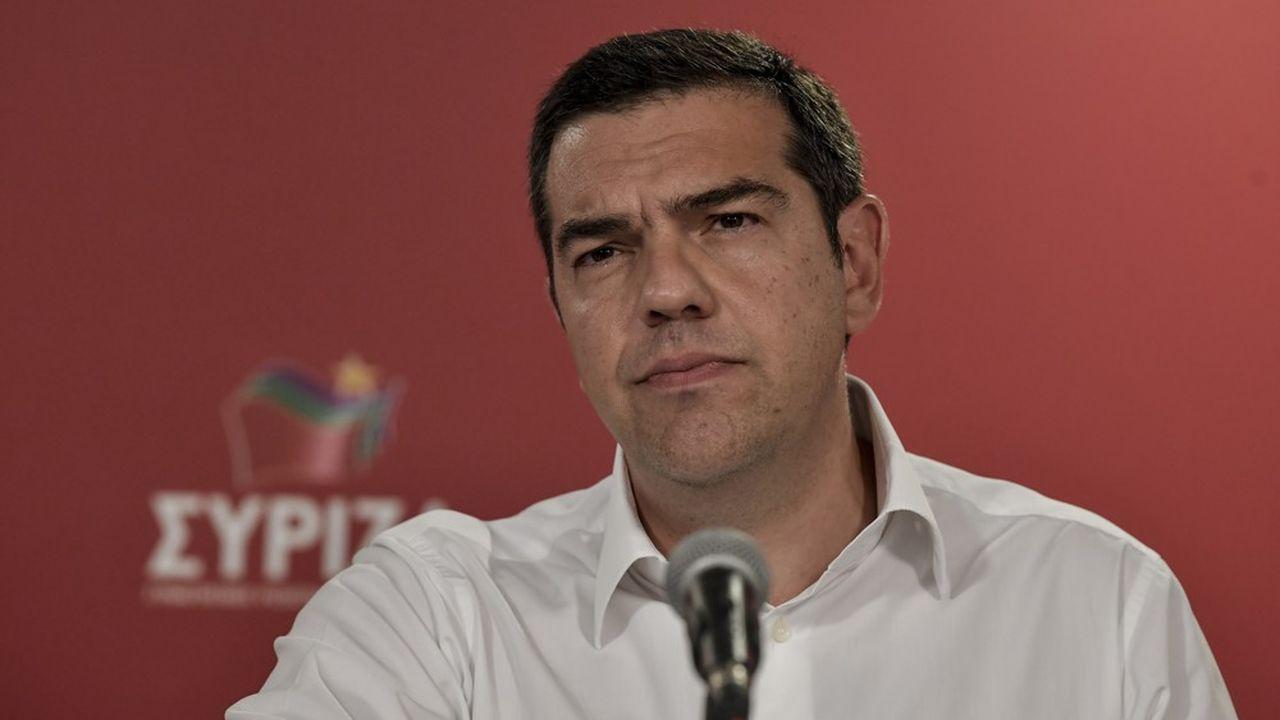 Après quatre ans au pouvoir, le Premier ministre grec, Alexis Tsipras, est désormais très affaibli face à l'opposition de droite, sortie grande gagnante des élections européennes et régionales de dimanche. (Photo by LOUISA GOULIAMAKI/AFP)