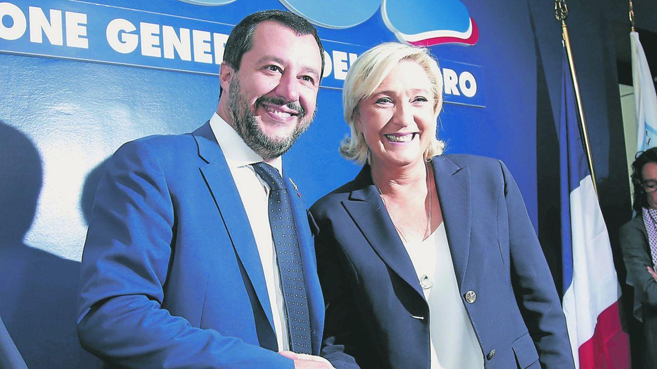 Les deux chefs de file du futur groupe national-populiste au Parlement européen, l'Italien Matteo Salvini et la Française Marine Le Pen veulent convaincre d'autres partenaires pour peser à Bruxelles et Strasbourg.