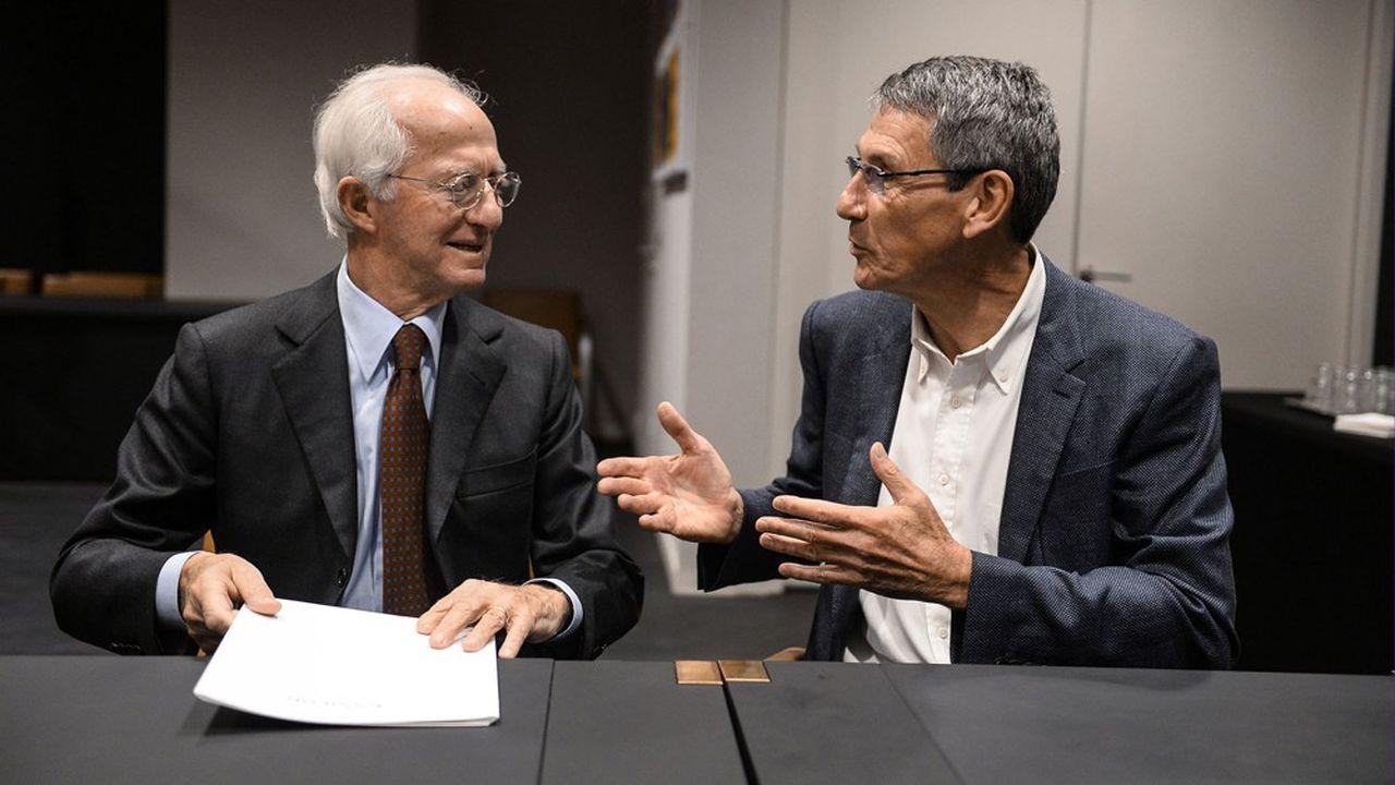 La fusion entre égaux à près de 50milliards d'euros entre le français Essilor (dirigé par Hubert Sagnières, à droite) et l'italien Luxottica (dirigé par Leonardo Del Vecchio) est paralysée par une crise de gouvernance.