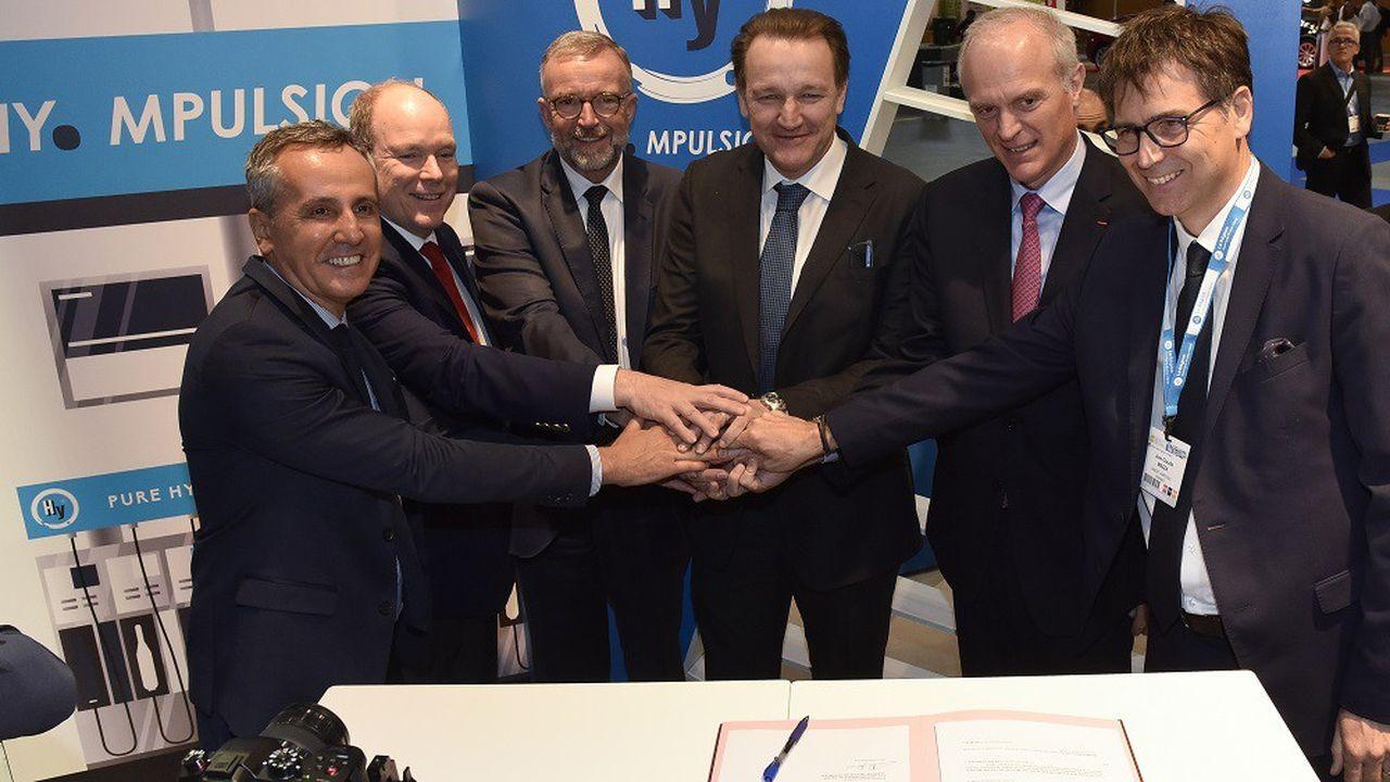Signature officielle de la création d'Hympulsion, société en charge de déployer une réseau de stations-services à hydrogène en Auvergne-Rhône-Alpes.