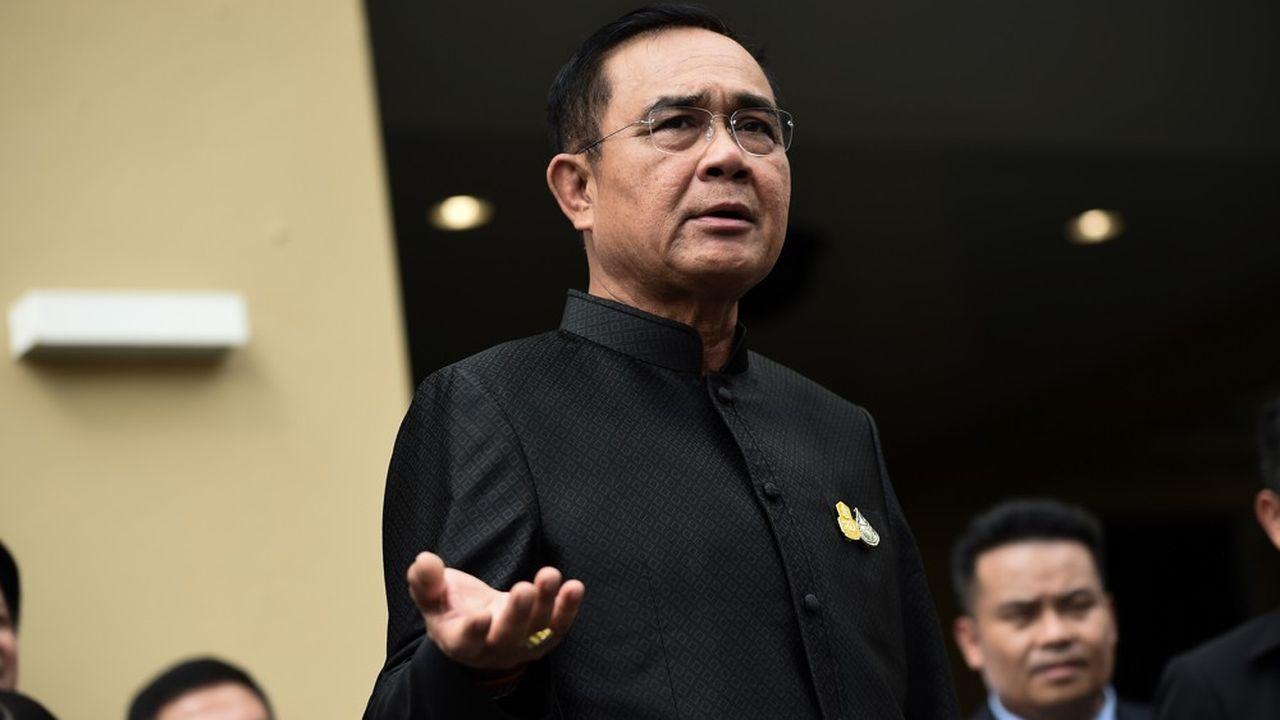 Prayut Chan-O-Cha et son parti mènent actuellement des discussions avec une petite formation de centre droit, le Bhum Jai thaien vue de former une alliance et un gouvernement.
