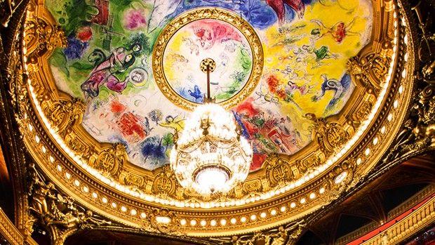 Le Palais Garnier incarne aussi le luxe à la française pour les étrangers.