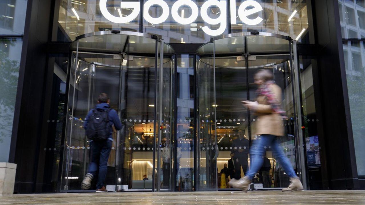Google détient, comme Facebook, une large part du marché de la pub en ligne et son système mobile Android équipe l'immense majorité des smartphones dans le monde.