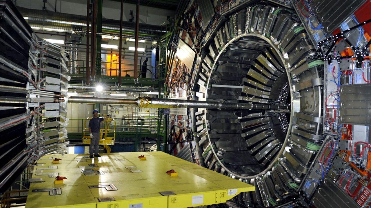 Découvreur en 2012 du boson de Higgs, le LHC (Large Hadron Collider), cet accélérateur de particules circulaire de 27 km de circonférence, tirera sa révérence en 2040. Les débats pour lui trouver un digne successeur vont bon train.