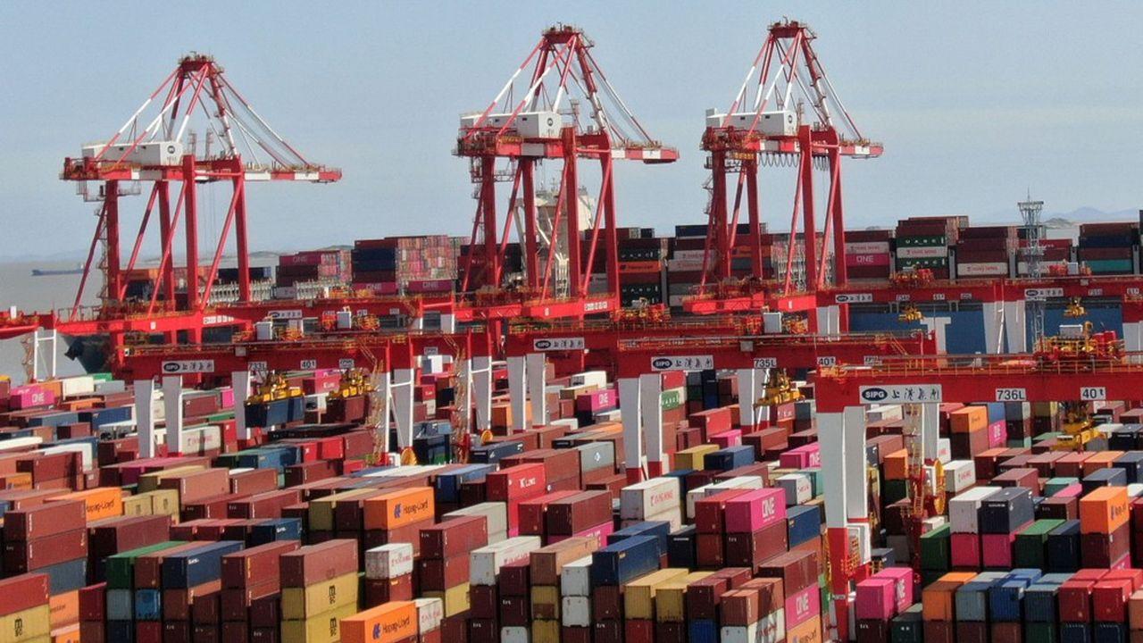 Le port en eau profonde de Yangshan, près de Shanghai, est le principal terminal automatisé pour conteneurs au monde. Sur les dix principaux ports de commerce du monde, huit sont chinois.