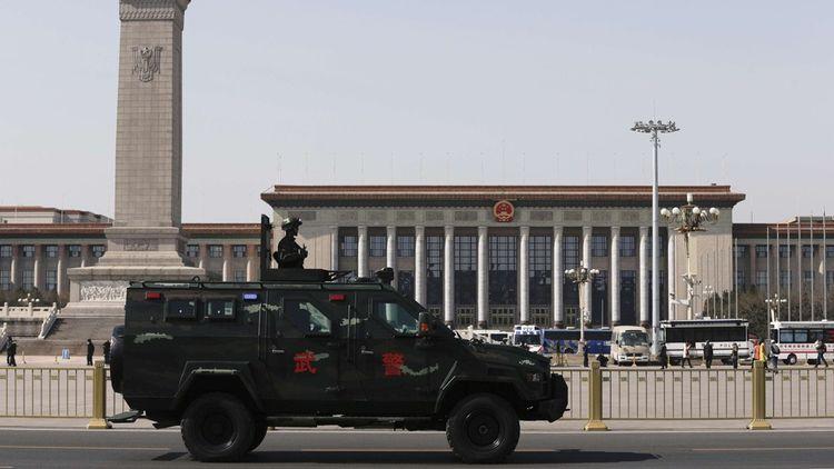 La place Tiananmen aujourd'hui est devenu un lieu imprenable, hypersécurisé et bouclé en permanence.