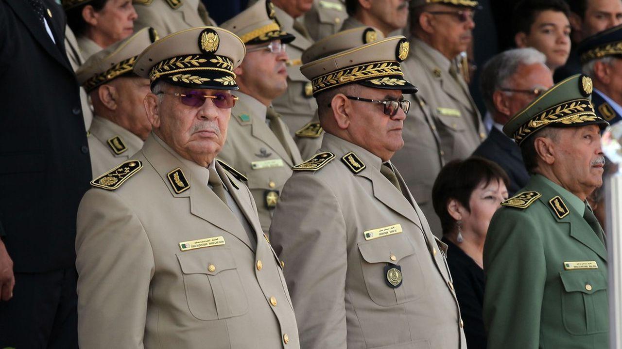 Le véritable homme fort du régime algérien, le général Ahmed Gaïd Salah, a dû accepter un report de la présidentielle faute de participants crédibles.