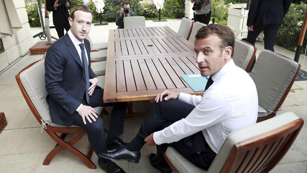 Le président de Facebook Mark Zuckerberg et le président de le République Emmanuel Macron, au Palais de l'Elysée.