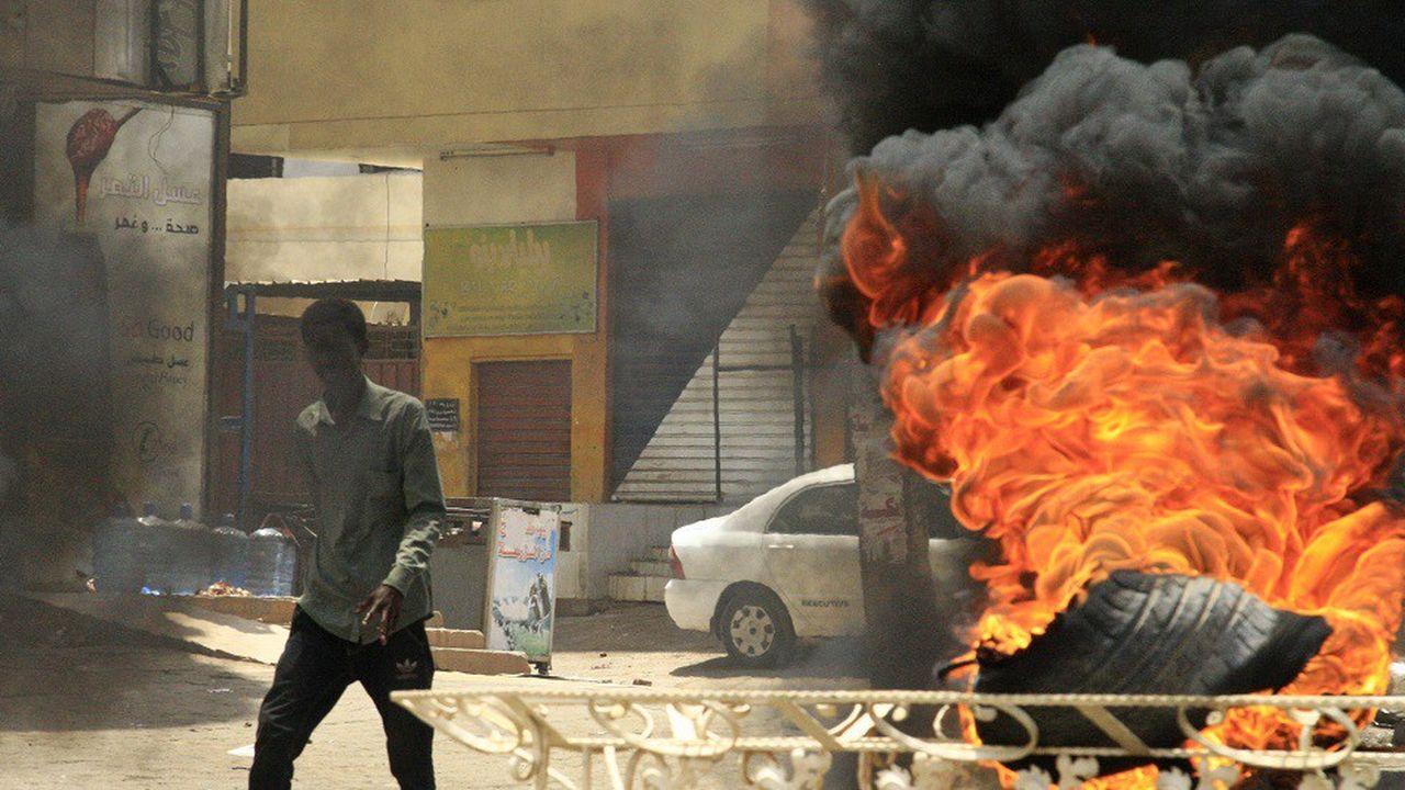 Les heurts ont éclaté lundi devant le siège des autorités militaire à Khartoum, la capitale du Soudan.