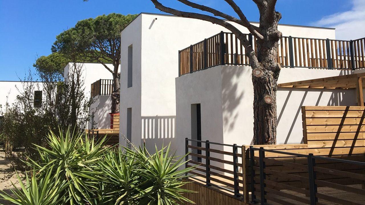 Le groupe familial Sauvaire, cofondateur du réseau Yelloh! Village, vient d'ouvrir un village de vacances de 160 appartements à Port Camargue, dans le Gard. Il complète l'offre d'hébergements de son complexe d'hôtellerie de plein air local.