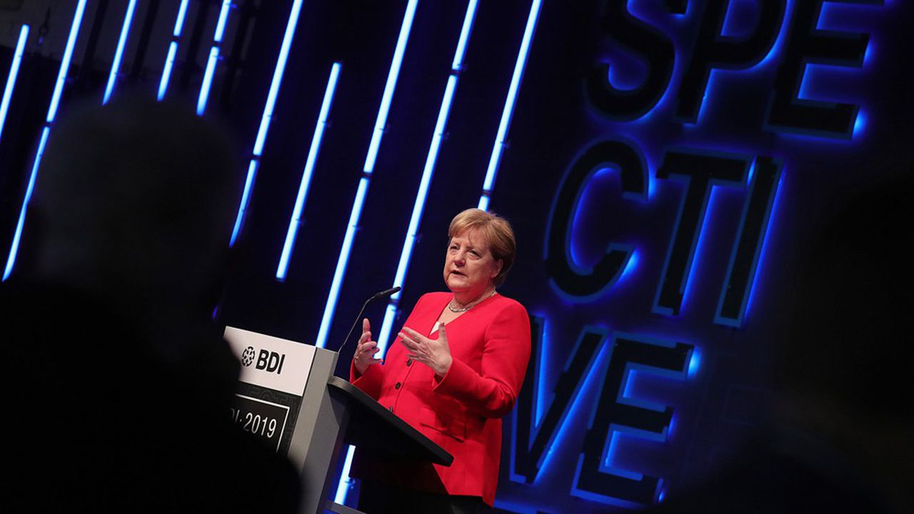 Non sans verve, Angela Merkel a rappelé que si son gouvernement paraissait incapable de donner un cap, il avait sans doute été «occupé à gérer la perte de confiance dans l'industrie automobile» consécutive au scandale du diesel…