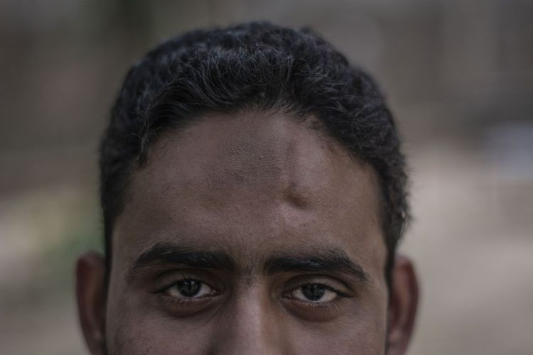 Danish, le fils de Mohammed Akhlaq, a appris la disparition de son père à sa sortie de l'hôpital, après avoir échappé lui-même de justesse à la mort.