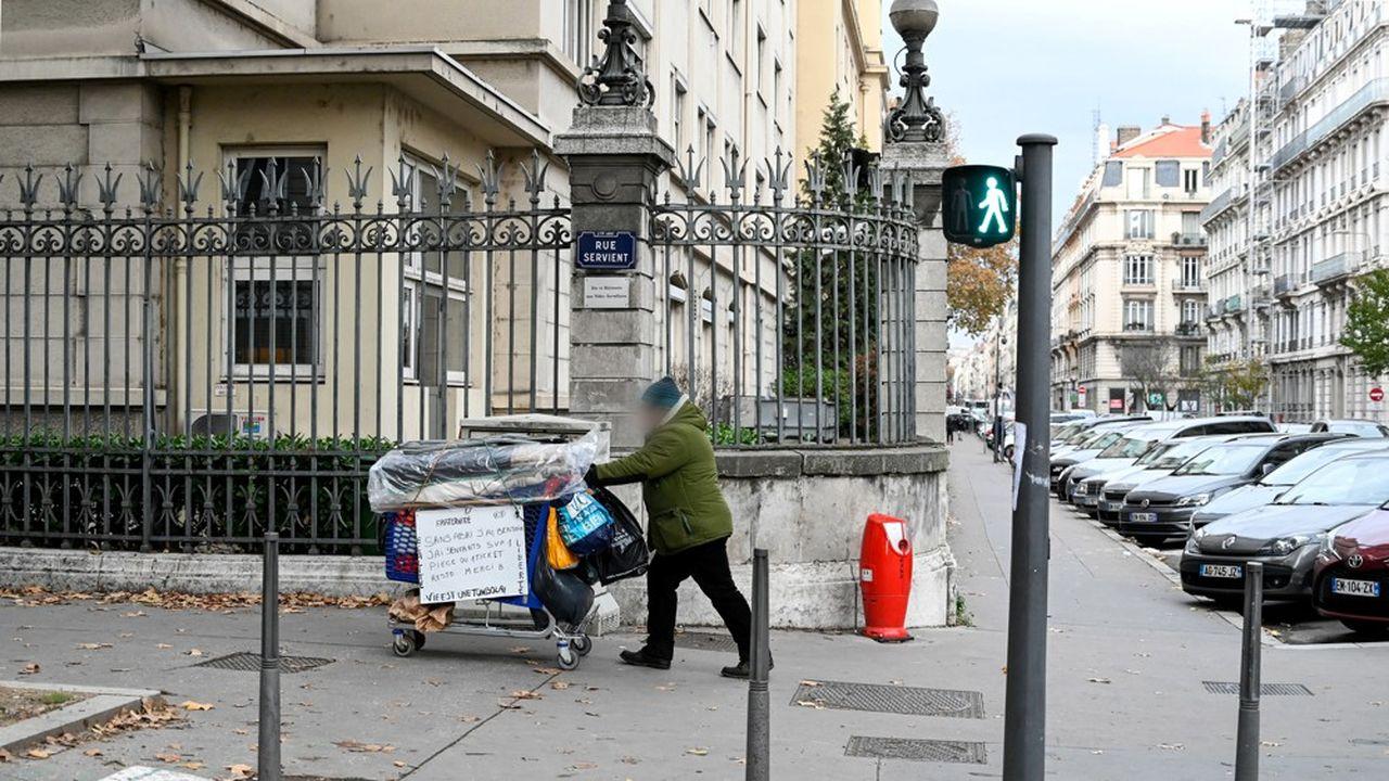 L'association s'appuie sur les chiffres de la Fondation Abbé Pierre de 2019 pour rappeler que 800.000 personnes n'ont pas de domicile personnel