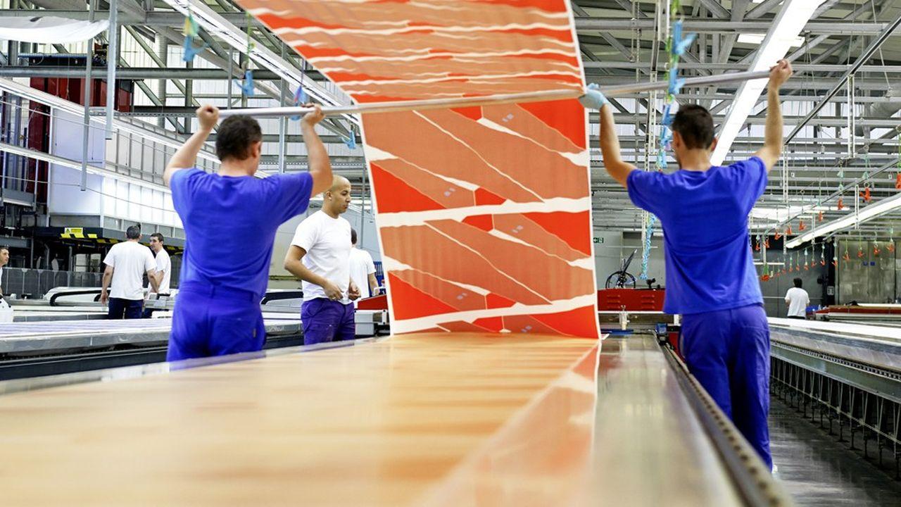 Usine Hermès de Pierre-Bénite. Depuis huit ans, le groupe a agrandi l'usine de tissage de Bussières, dans la Loire, et construit l'atelier de gravure de Bourgoin-Jallieu.