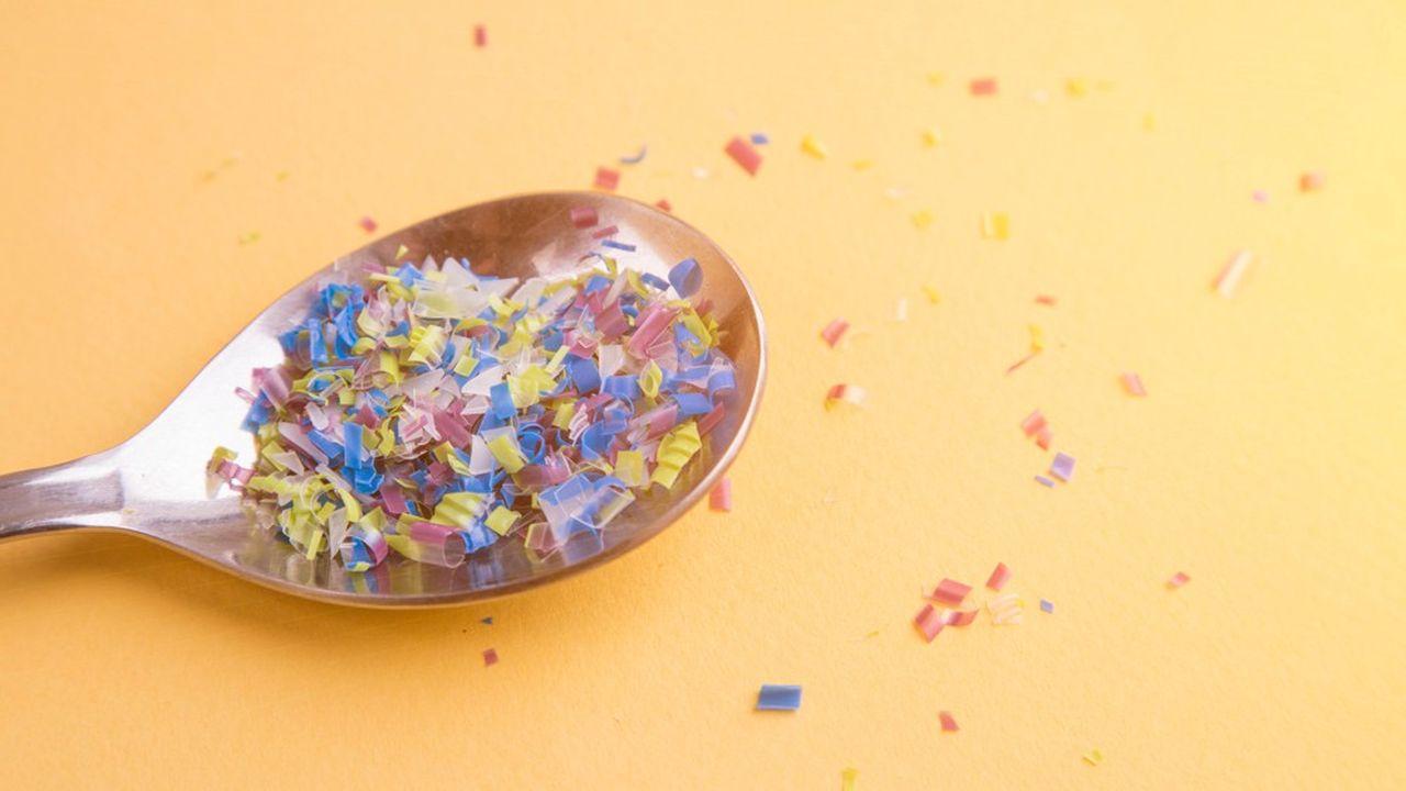 Les humains ingèrent et respirent des dizaines de milliers de particules de plastique chaque année.