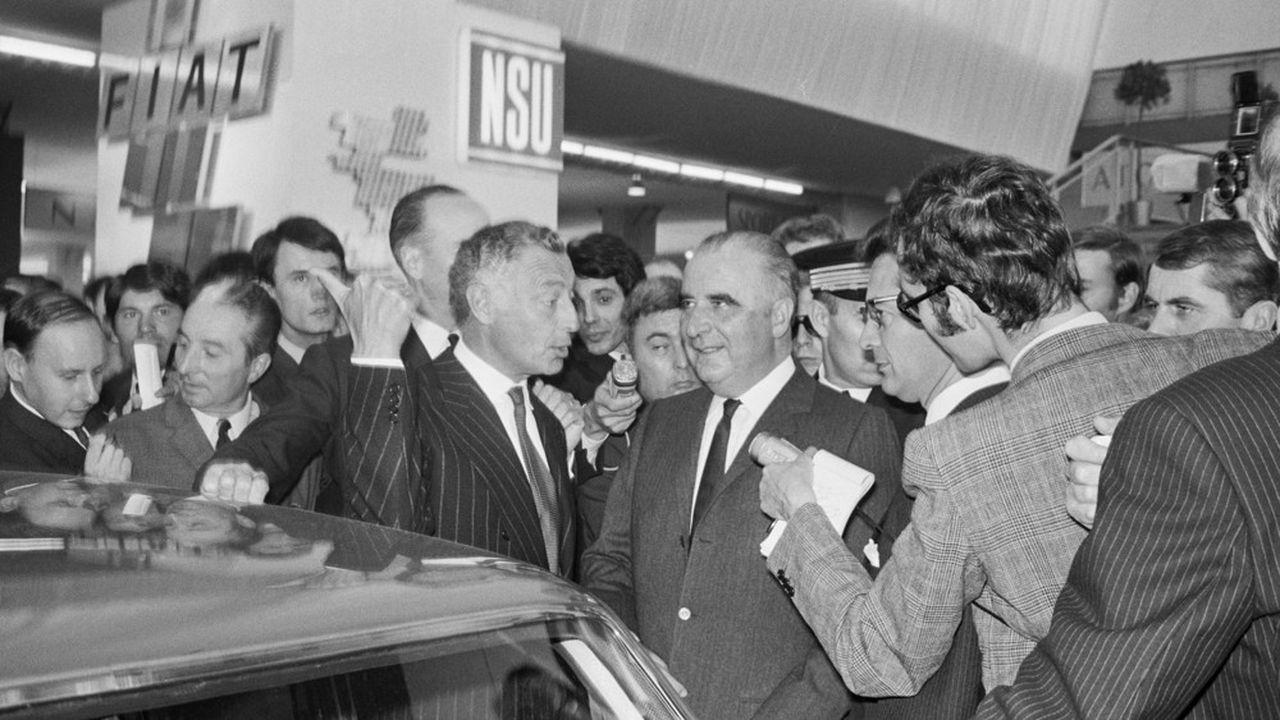 Le président Pompidou et Giovanni Agnelli au stand Fiat du Salon de l'Auto le 3octobre 1969, à Paris.