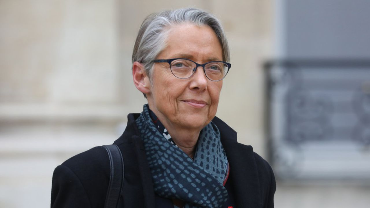 Après avoir promis des baisses de charges aux compagnies françaises, la ministre des Transports, Elisabeth Borne, défend désormais le principed'un alourdissement de la fiscalité liée au transport aérien, au niveau européen, au nom de «l'urgence climatique».