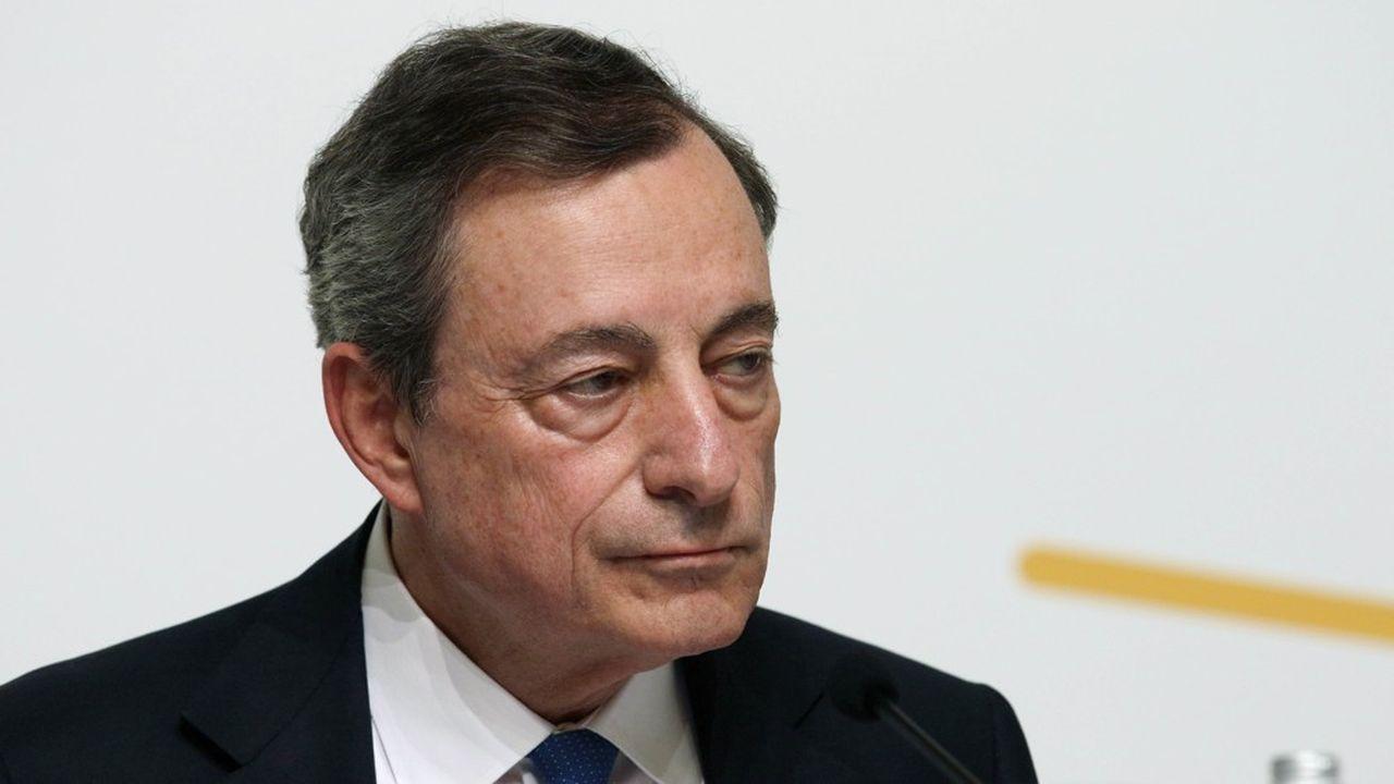 Mario Draghi, qui quittera ses fonctions à la présidence de la BCE en octobre, a repoussé de six mois, jeudi, la perspective d'une nouvelle hausse de taux.