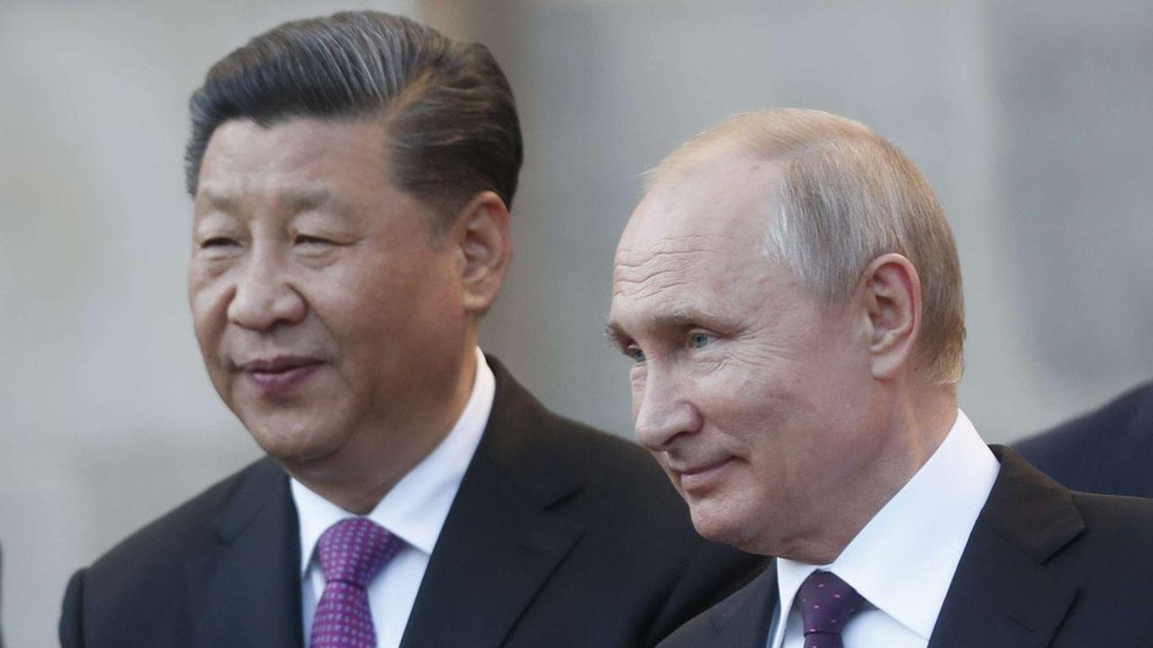 les présidents russes et chinois se sont retrouvés pour le forum de Saint Petersbourg.
